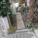 before : 壊れた玄関横の木の扉