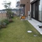 before:庭の全景。見晴らしがよく、芝生も綺麗です。