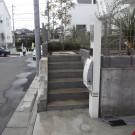 before : すっきりしすぎる印象の門柱周り