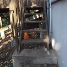 before:東側階段。基礎部分の木が腐っている。