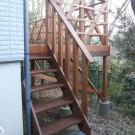 西側から。階段前。