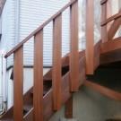 西側階段手すり。