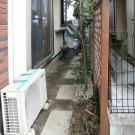 before:玄関前の目隠しウッドフェンス。