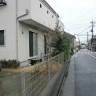before:バス通から。庭が丸見え。10m程先にはバス停も。