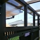 縦桟の上部は透明のポリカを付けて、横からの雨にも安心