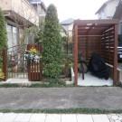 道路側からのサイクルポートと門扉