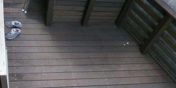 2階から見下ろしたデッキ