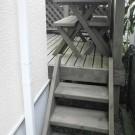 before:階段下より