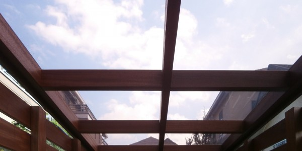 サイクルポート内部から見上げた屋根
