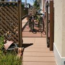 階段の段差をスロープにし、自転車の出し入れがスムーズになりました。