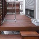 立水栓もデッキと同じウッドで作っています。