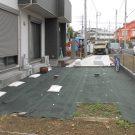 before:庭部分は全く手付かずで、防草シートが敷かれているのみ