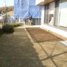 before:庭全景。土部分がデッキ予定場所。