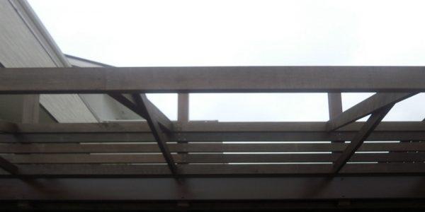 屋根材を架ける前の庇