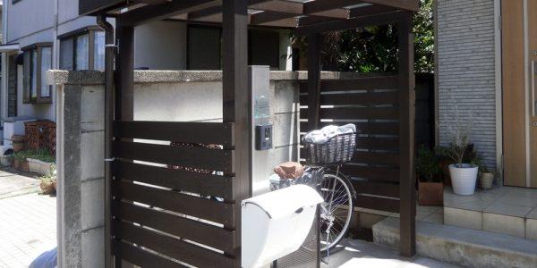 玄関前サイクルポートと機能門柱