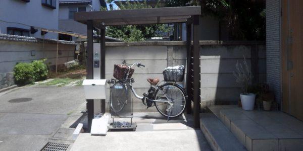 玄関前サイクルポート