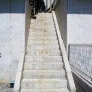 before:玄関へのアプローチ階段