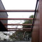 玄関前の目隠しフェンス