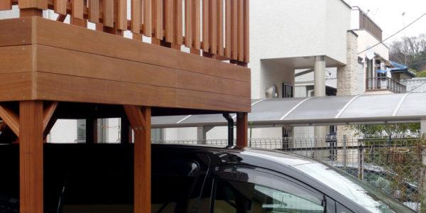 ルーフデッキ下に車を駐車したところ