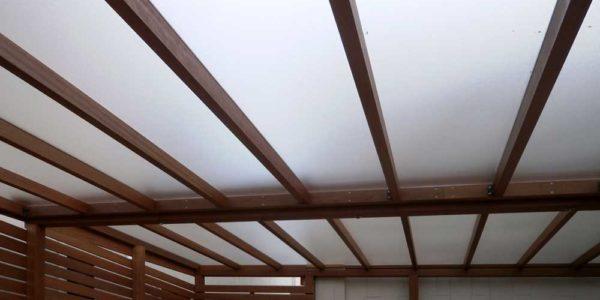 下から見上げた屋根