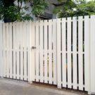 作り替えたウッド製扉付き塀