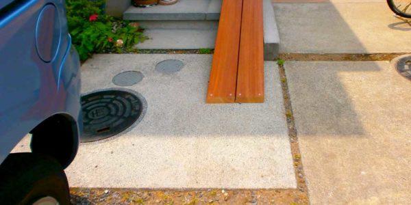 玄関前のスロープ