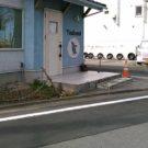 before:道路から入り口方向を見る