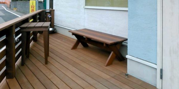 デッキテーブルとベンチ