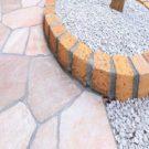 樹木花壇と石貼