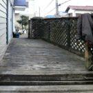 before:庭から見た玄関方向デッキ