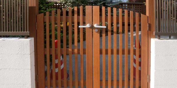 ウッドの両開き門扉