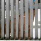駐車場と庭の境のアルミフェンス