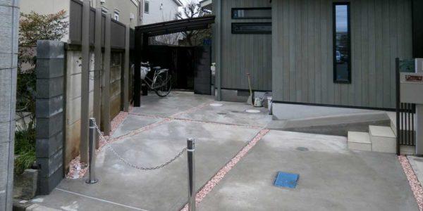 駐車場、敷地奥方向を見る