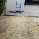before:庭から物置を見る