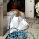 before:上階テナントへ続く外階段下