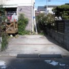 before:道路から見た駐車場