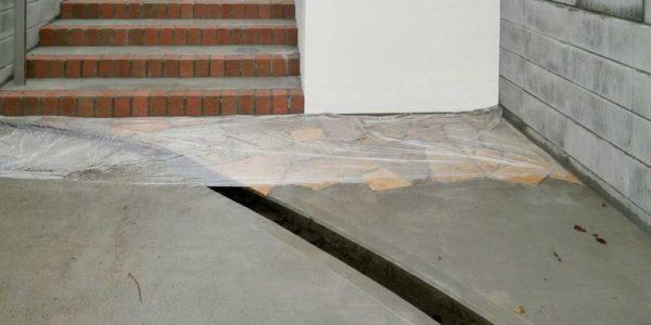 駐車場から見た階段