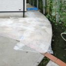 玄関前のアプローチの石貼