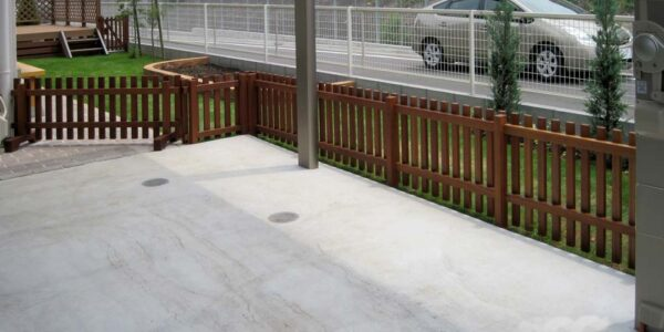 駐車場から見た庭