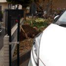 before:駐車場入り口から見た道路側